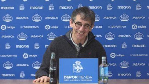 Fernando Vázquez en rueda de prensa. (Deportivo de la Coruña)