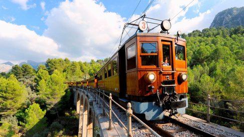 Los 3 mejores trenes históricos de España_ una forma diferente de viajar