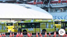 Autobuses parados frente al Diamond Princess. Foto: EP