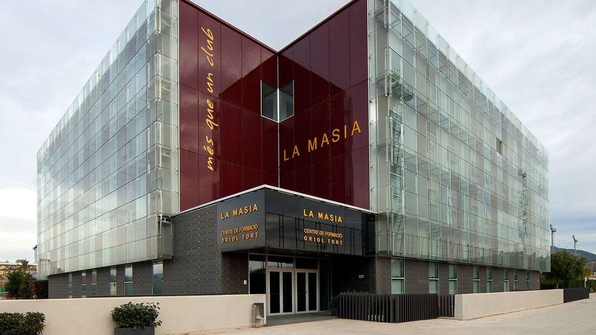 Imagen de la fachada de La Masia, en Barcelona.