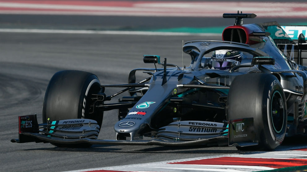 Hamilton conduce el Mercedes. (AFP)
