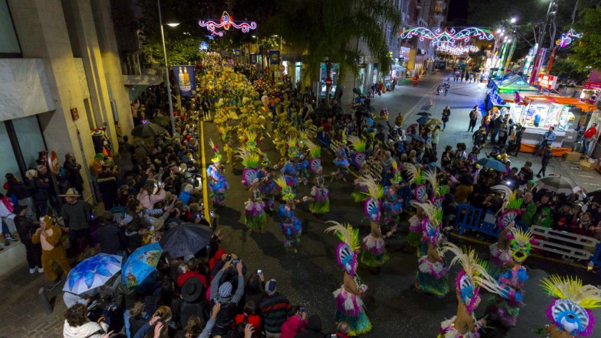 La Cabalgata Anunciadora es el pistoletazo de salida para el Carnaval en las calles chicharreras