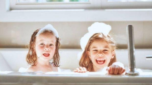 Cómo hacer que el baño de los niños sea divertido
