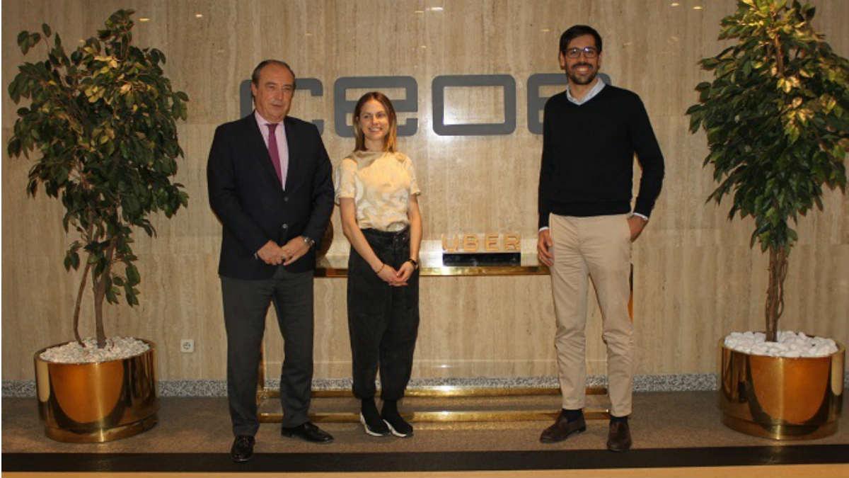 El director de Uber en España, Juan Galiardo Sosa, y el secretario general de CEOE, José Alberto González-Ruiz, también asistió la directora general de Uber Eats para España y Portugal, Marta Anadón.