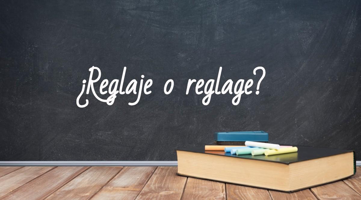 Se escribe reglaje o reglagechalk, space for school theme or text