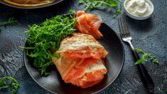 Rollito de tortilla con espinacas y salmón