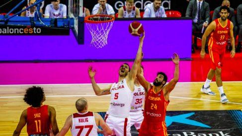 España perdió contra Polonia en Zaragoza. (FIBA)