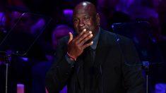 Michael Jordan rompió a llorar al hablar de Kobe Bryant. (AFP)