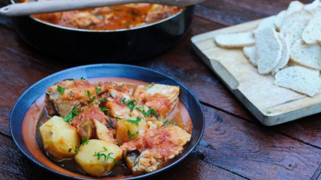 Receta de patatas al curry con huevos y espinacas
