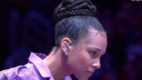 Así fue la actuación de Alicia Keys en el tributo a Kobe Bryant