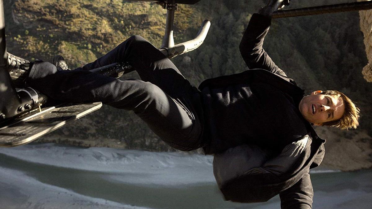 El actor Tom Cruise en una escena de la última película estrenada de la saga 'Misión Imposible', cuya secuela ha tenido problemas en el rodaje por el brote de coronavirus en Italia.