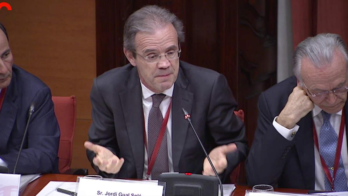 Jordi Gual (c.) e Isidro Fainé (d.)