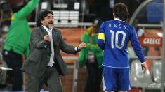 Maradona y Messi juntos en un partido de Argentina. (Getty)