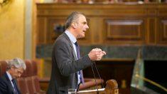 Javier Ortega Smith, diputado de Vox, en la tribuna del Congreso. (Foto: Vox)