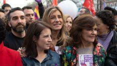 Adriana Lastra, Carmen Calvo y Begoña Gómez en la marcha del 8M el año pasado. (Foto: Flickr PSOE)