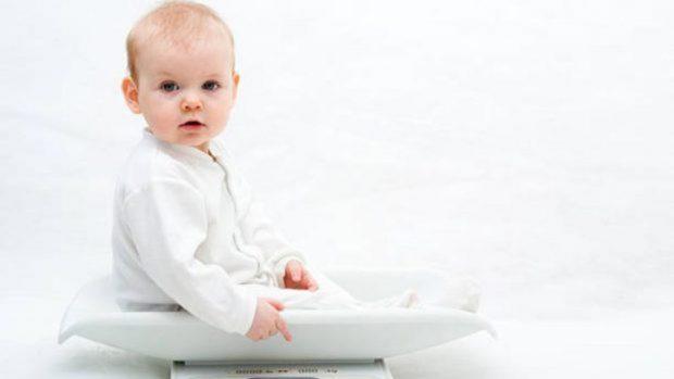 bebé pierde peso