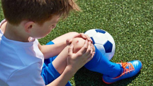 Cosas que los padres pueden hacer para proteger a los niños de lesionarse cuando hacen deporte