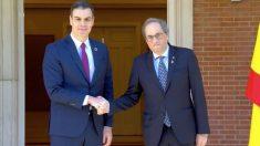 Pedro Sánchez y Quim Torra posando delante del Palacio de La Moncloa.