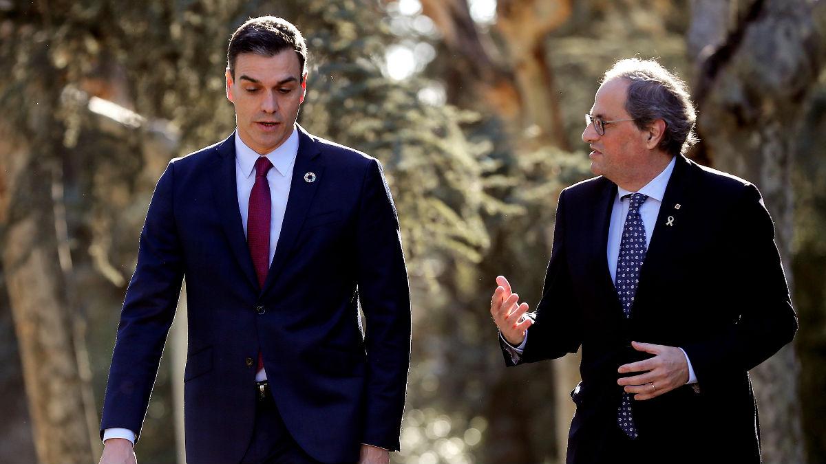 Pedro Sánchez y Quim Torra en los jardines de Moncloa.