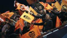 Aficionados del Valencia durante un partido de su equipo en Champions. (Getty)