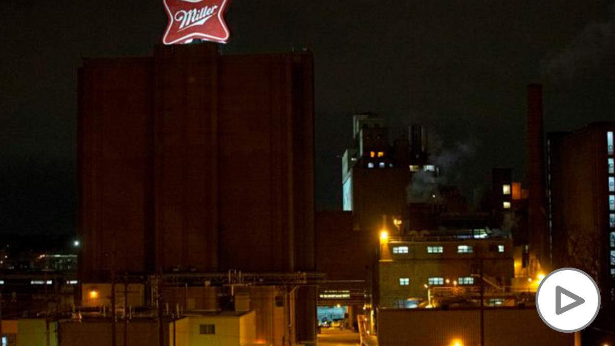 La fábrica de cerveza de Molson Coors en la ciudad de Milwaukee donde se ha producido un tiroteo. Un trabajador entró armado y mató a cinco compañeros. Foto: AFP