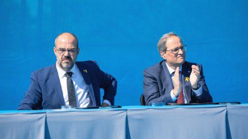 El consejero Miquel Buch y el president de la Generalitat, Quim Torra. (Foto: Europa Press)