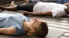 El yoga nidra es una de las variantes más relajantes del yoga