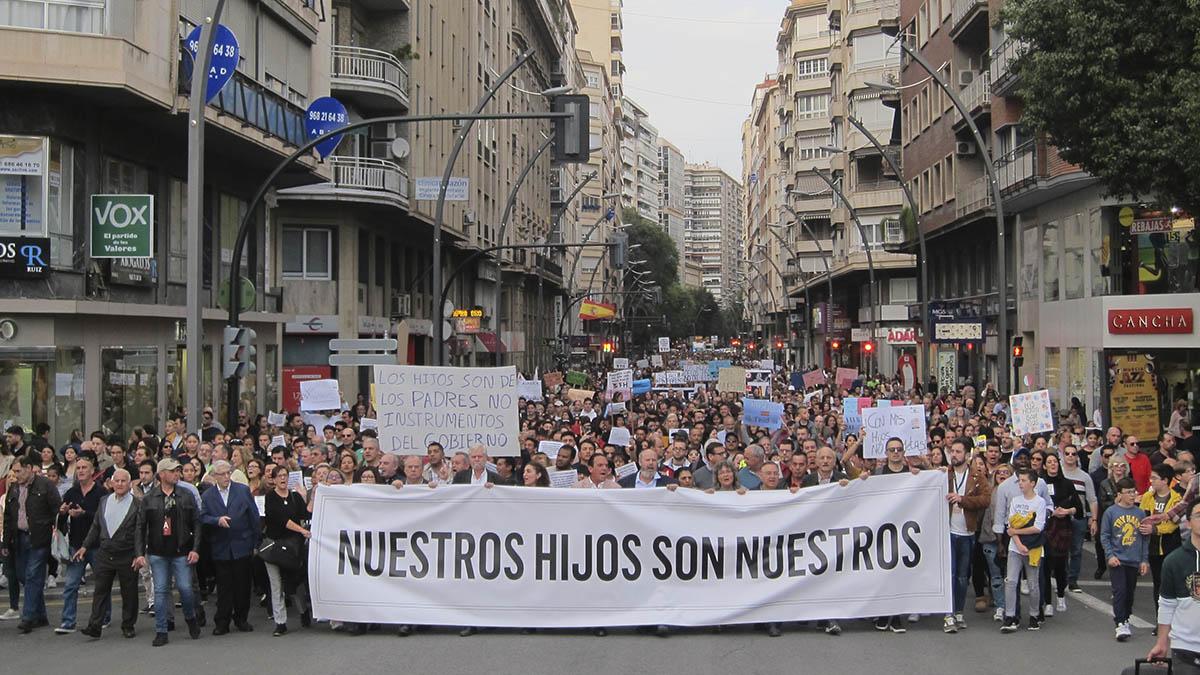 Imagen de la manifestación que ha recorrido hoy Murcia a favor del 'pin parental'