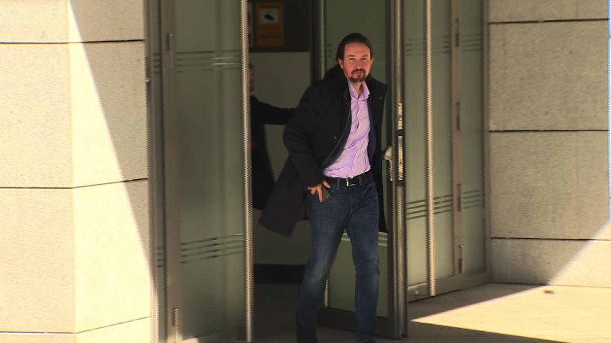 Pablo Iglesias saliendo de la Audiencia Nacional tras declarar en el caso Dina. (Foto. EP)