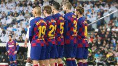 Los jugadores del Barcelona formando una barrera. (Enrique Falcón)