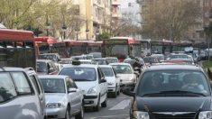 La afluencia de público hace casi imposible aparcar en Valencia durante las Fallas