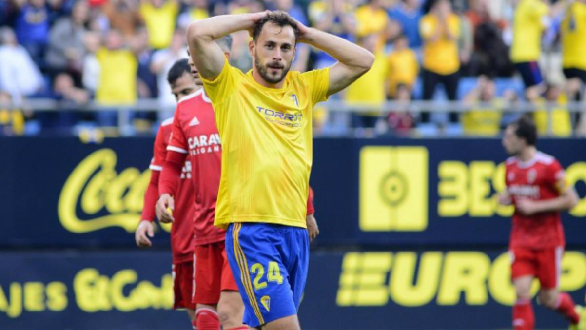 Malbasic se lamenta tras una ocasión fallada con el Cádiz. (cadizcf.com)