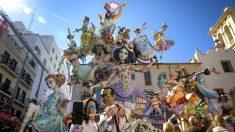 Miles de turistas visitan Valencia durante las Fallas