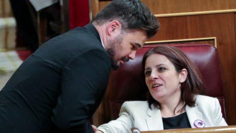 El portavoz de ERC en el Congreso, Gabriel Rufián, junto a la portavoz del PSOE Adriana Lastra. Foto: EP