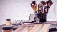 El maquillaje puede mostrarse cuarteado en el rostro, lo cual es muy antiestético