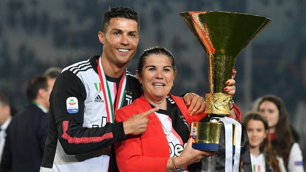 Cristiano Ronaldo y su madre. (Getty)