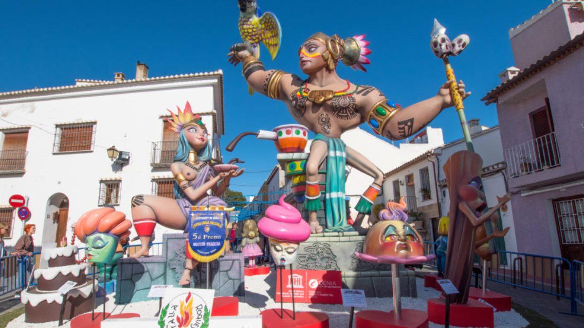 Alzira o Denia son ciudades en las que hay Fallas muy interesantes