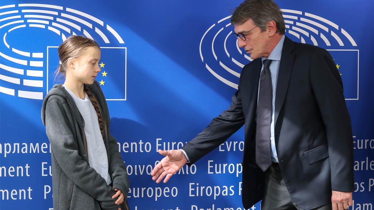 Greta Thunberg con David Sassoli en el Parlamento Europeo (Foto: AFP)