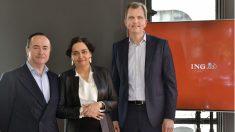 De derecha a izquierda, Roel Huisman, CEO de ING España y Portugal; Almudena Román, directora general de banca para particulares y Cristóbal Paredes, director general de banca corporativa y de inversión