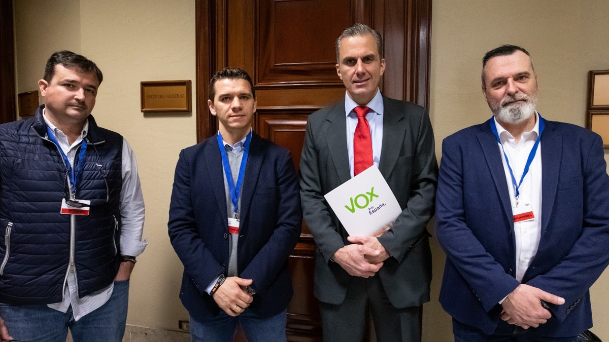 Javier Ortega-Smith, secretario general de Vox, registra la iniciativa de Jusapol. Foto: EP
