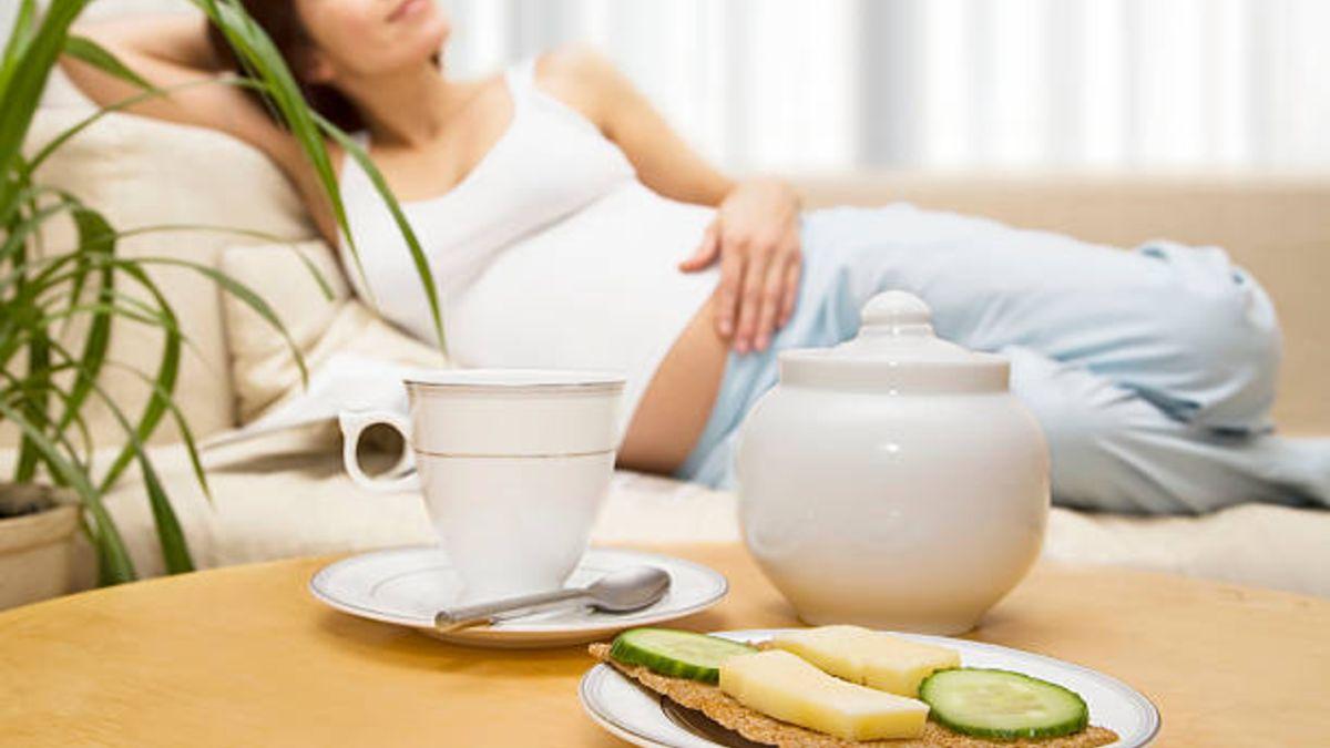 Descubre qué alimentos es mejor evitar durante el embarazo