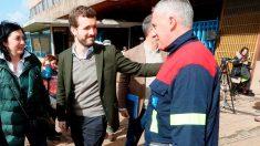 Pablo Casado en su visita a Alcoa (Foto: EFE)