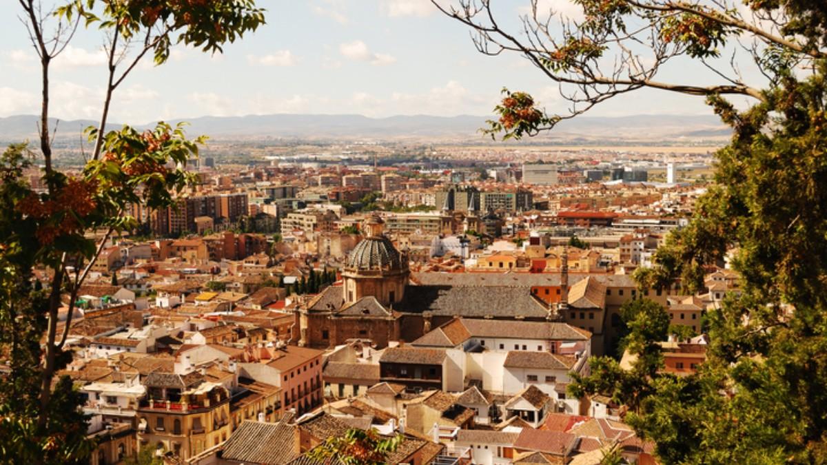 Granada engalanará sus balcones para el Día de la Cruz