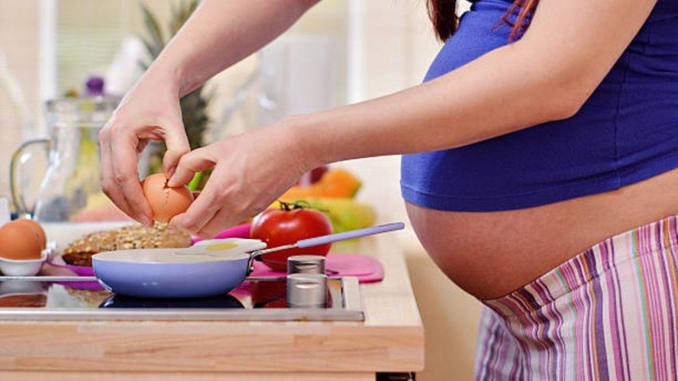 Descubre si puedes comer huevos durante el embarazo y la lactancia