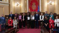 Las Mesas de Congreso y Senado -sin Vox- y personal de las Cortes presentando el I Plan de Igualdad. (Foto: S. Sanz)