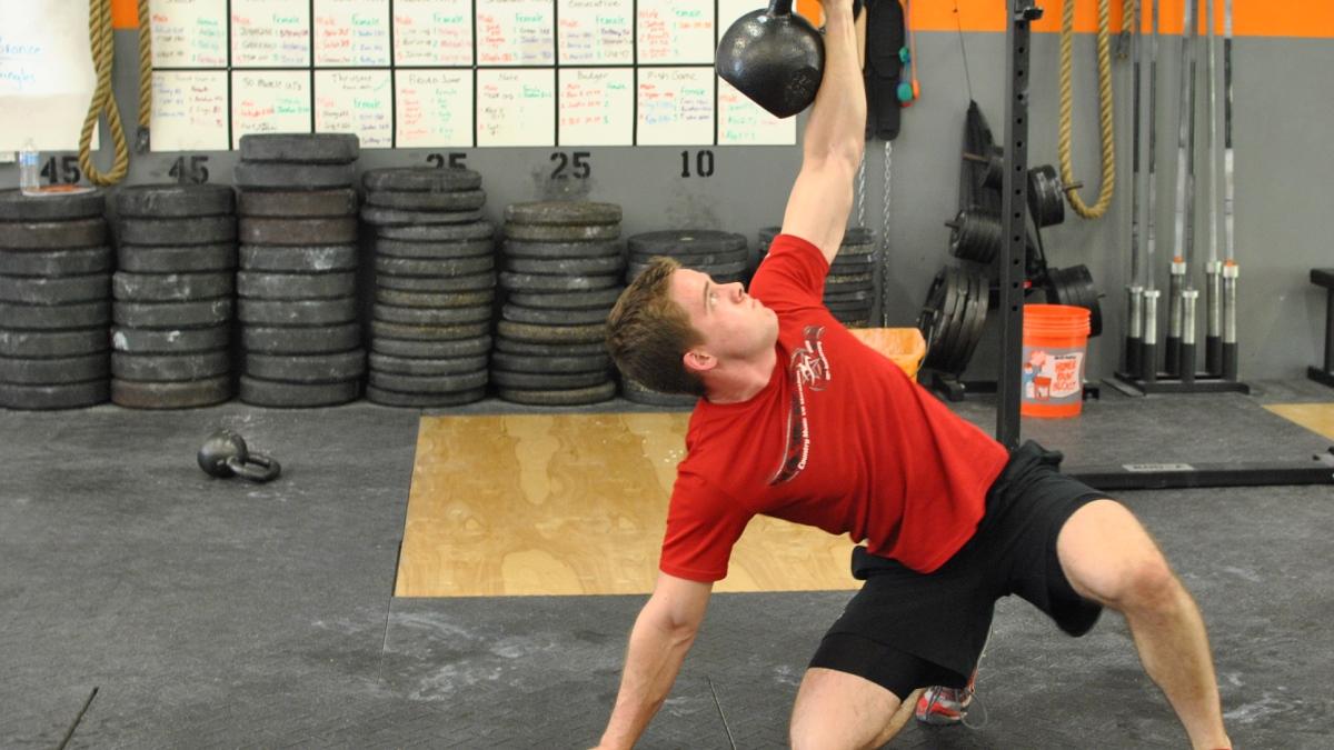 Hay muchos ejercicios y complementos perfectos para trabajar los hombres