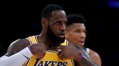 LeBron James, en el partido que enfrentó a los Lakers ante los Bucks de Milwakee (Getty).
