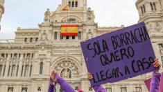 El 8M a su paso por el Ayuntamiento de Madrid. (Enrique Falcón)