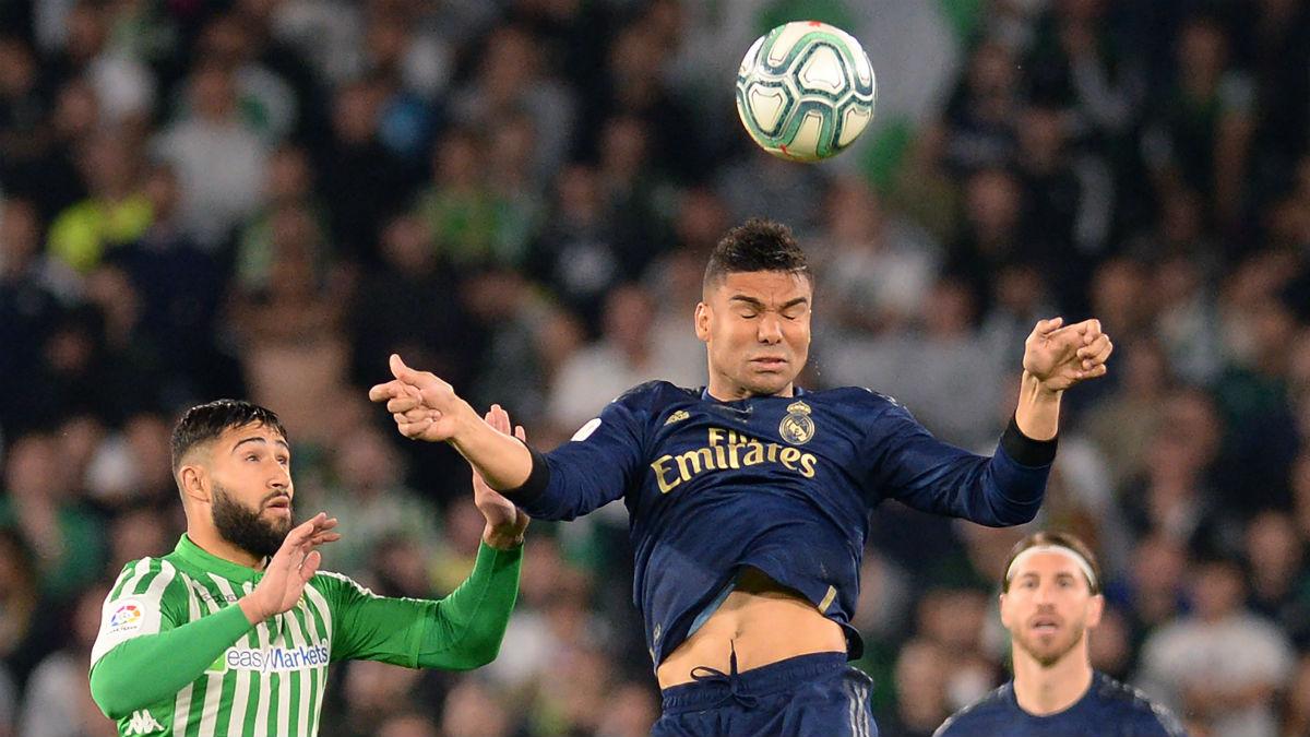 Casemiro despeja un balón. (AFP)