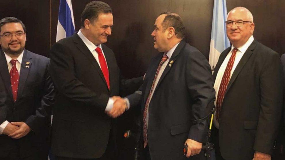 El ministro de Exteriores de Israel, Israel Katz, a la izquierda.